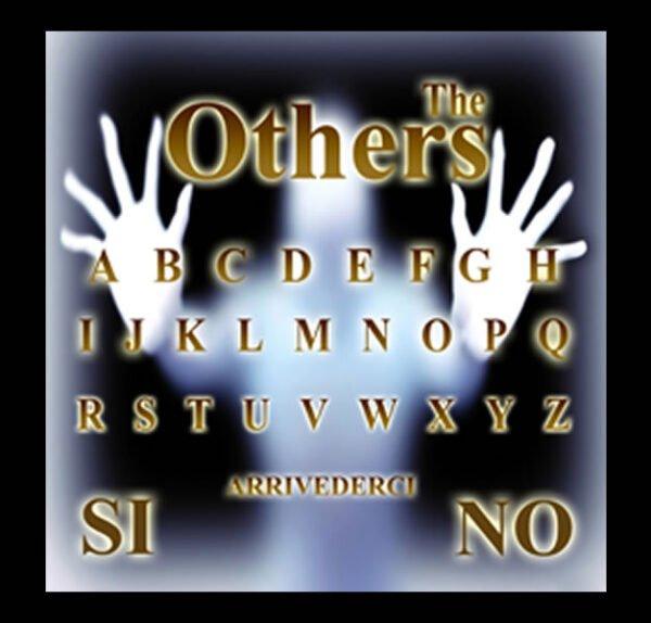 TAVOLA SEDUTA SPIRITICA THE OTHERS CM 29 X 29 + MINILIBRO + PLANCHETTE